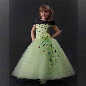 Нарядное платье для девочки на 5-6 лет